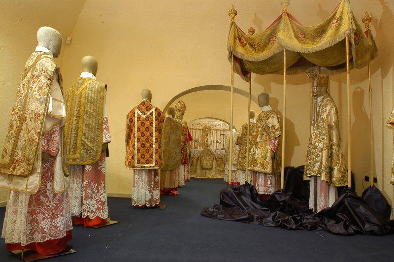 abiti da sacerdote_800x532