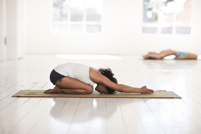 Curare il mal di schiena con lo yoga_